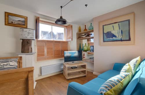 Last Minute Cottages - Dolphin Cottage