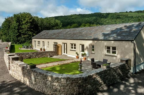 Last Minute Cottages - Cosy Gilwern Cottage S153996