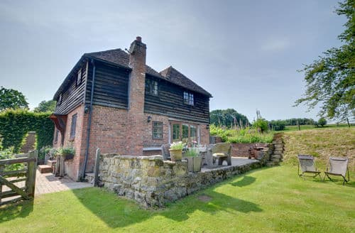 Last Minute Cottages - Iden Green Farm Stables