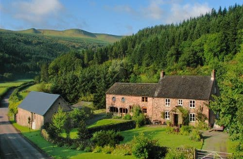 Dog Friendly Cottages - Abercynafon Farm Barn