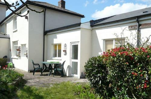 Last Minute Cottages - Cosy Taff's Well Cottage S154239