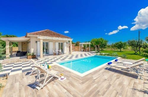 Last Minute Cottages - Villa Vigneto