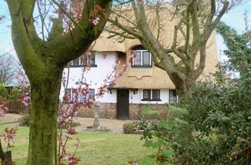 Last Minute Cottages - THE THATCHED HOUSE