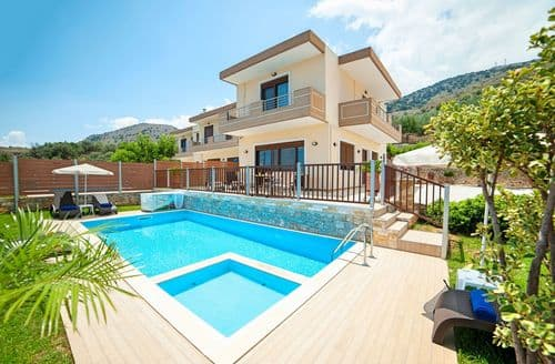 Last Minute Cottages - Sunlight Villa with Sea View and Pool