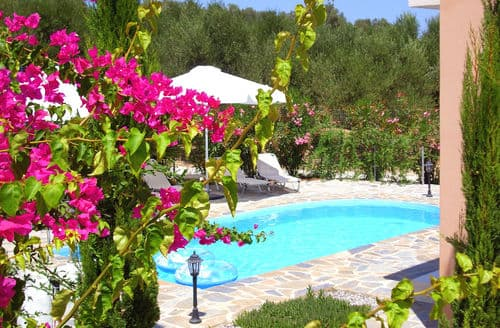 Last Minute Cottages - Villa in Loutra