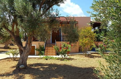Last Minute Cottages - Villa Estia