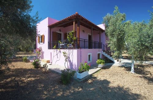 Last Minute Cottages - Villa Athina