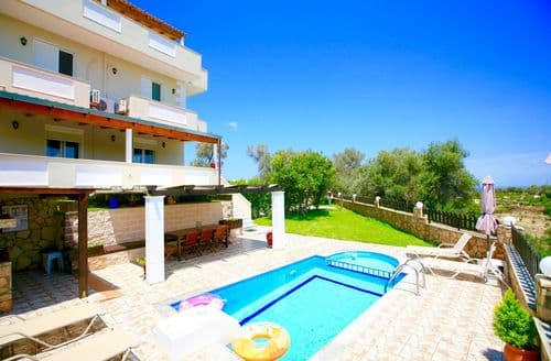 Last Minute Cottages - Villa Kirianna