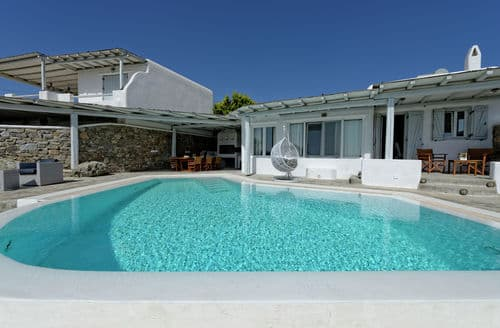 Last Minute Cottages - Villa Harmony
