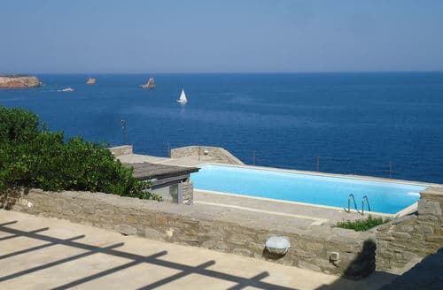 Last Minute Cottages - Waterfront Villas Paros Villa Delos