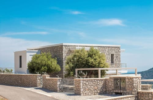 Last Minute Cottages - Villa Hera