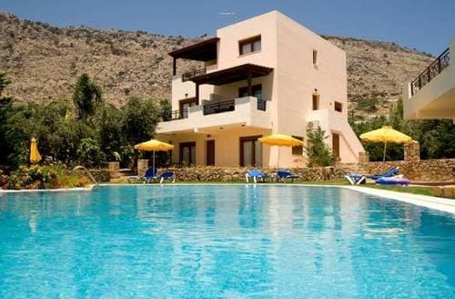 Last Minute Cottages - Blue Dream Executive Villa