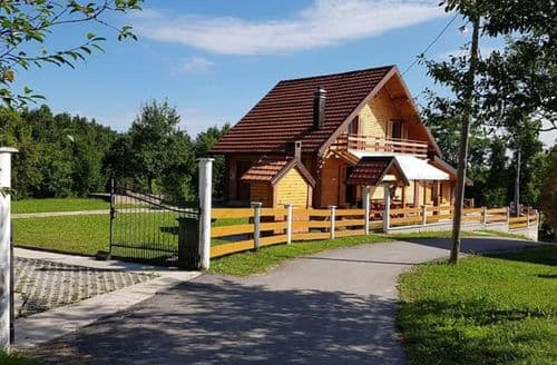 Last Minute Cottages - Villa Rebeka