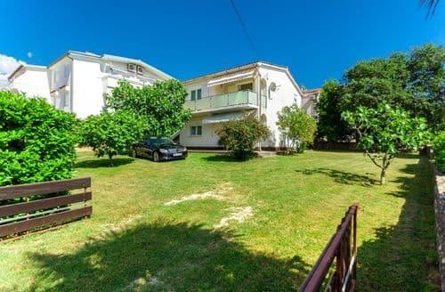 Last Minute Cottages - Apartment Kralj