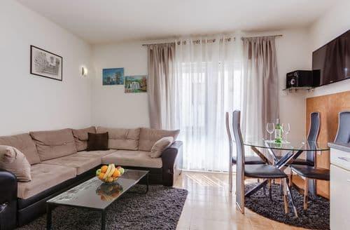 Last Minute Cottages - Apartment Maris 2