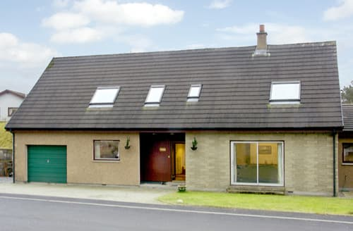 Last Minute Cottages - Cosy Newtonmore Bheag S4677