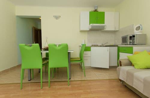 Last Minute Cottages - Apartment Penic