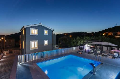 Last Minute Cottages - Villa Marina