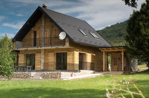 Last Minute Cottages - Monsalbius Chalet