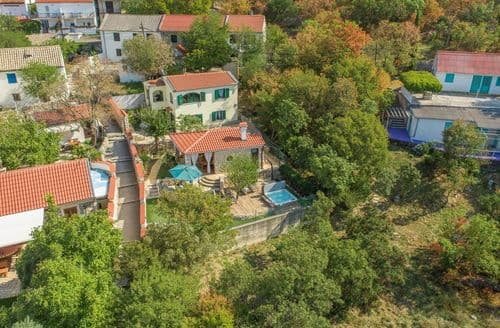 Last Minute Cottages - Holiday House Komadina with Whirlpool direct on the Beach in Lukovo