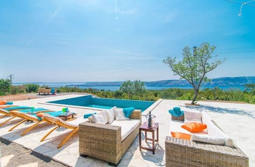 Last Minute Cottages - Villa Vicka with Panoramic View on Island of Rab