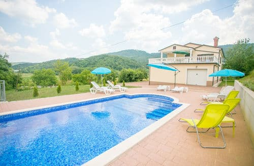 Last Minute Cottages - Villa Maria Buzet with Shared Pool \/ Apartment Maria I with Garden View