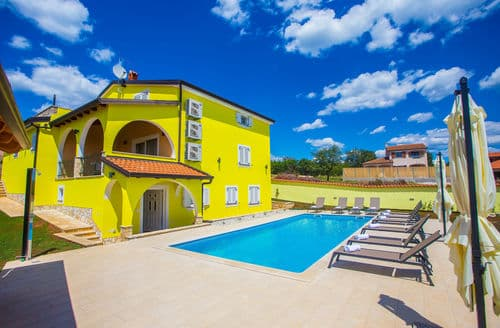 Last Minute Cottages - Villa Andrea in Porec