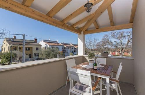Last Minute Cottages - Apartment Romano with Sea View near Poreč