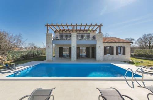 Last Minute Cottages - Villa Ragusa near Rovinj with Pool