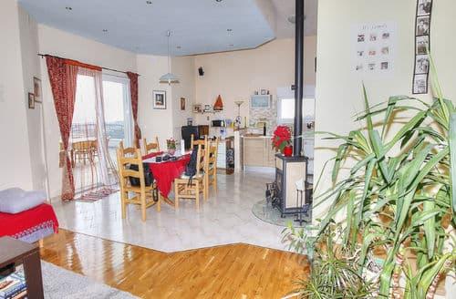 Last Minute Cottages - Eva  Apartment