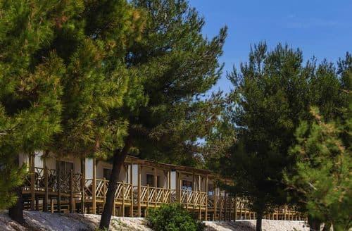 Last Minute Cottages - Resort Belvedere 6