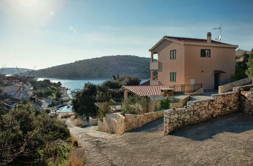 Last Minute Cottages - Holiday home Mirna