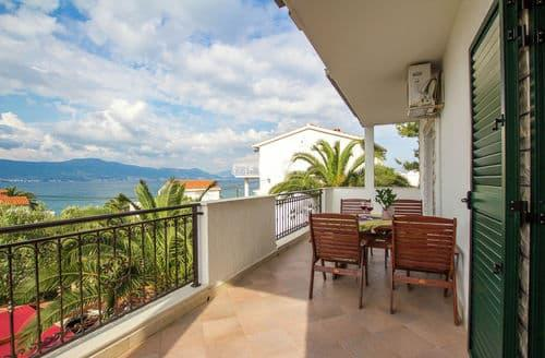 Last Minute Cottages - Marina sea view apartment A