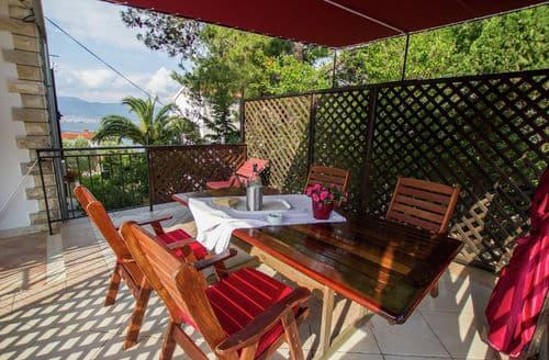 Last Minute Cottages - Marina terrace apartment  B