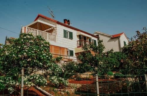 Last Minute Cottages - Ground floor apartment Splitska