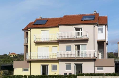 Last Minute Cottages - Two floors apartment Zecevo