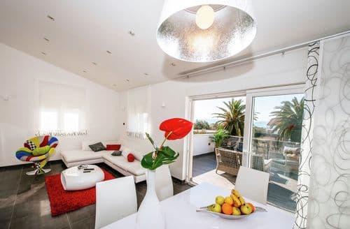 Last Minute Cottages - Luxurious apartment Loreta