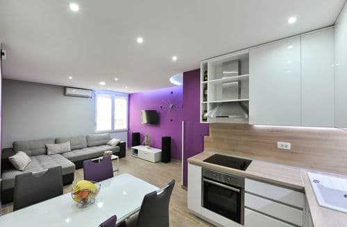 Last Minute Cottages - Apartment Marta