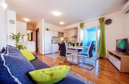 Last Minute Cottages - Green Rainbow apartment