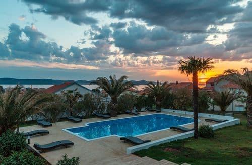 Last Minute Cottages - Villa Mediterano
