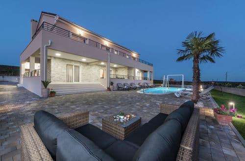 Last Minute Cottages - Villa Providenca