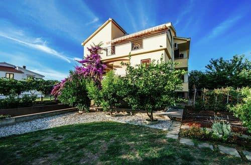 Last Minute Cottages - Apartment Matea Biograd