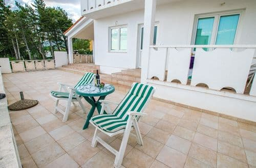 Last Minute Cottages - Apartment Roda