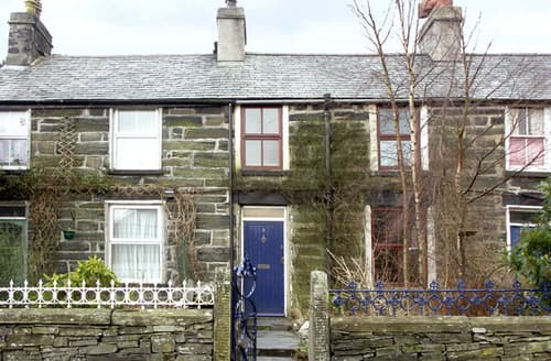 Last Minute Cottages - Attractive Betws Y Coed Bach S4700