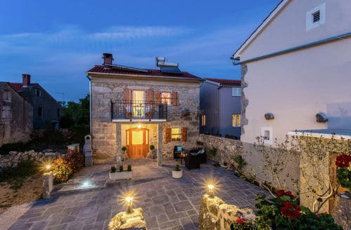 Last Minute Cottages - Villa Milohnici