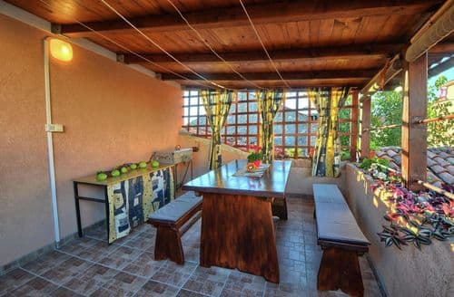Last Minute Cottages - Holiday Home Noemi