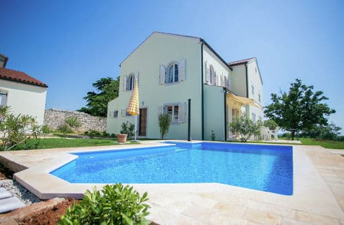 Last Minute Cottages - Two-Bedroom Villa Bella Vista with Sea View