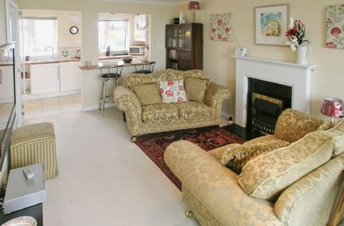 Last Minute Cottages - MERRY SEA VIEW