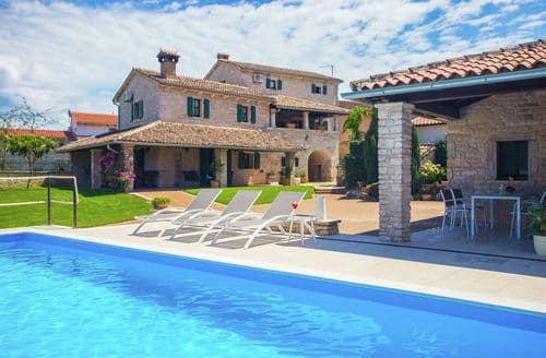 Last Minute Cottages - Unique Stone Villa Luna with Private Pool and Garden