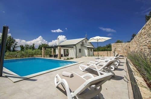 Last Minute Cottages - Villa Crystallina